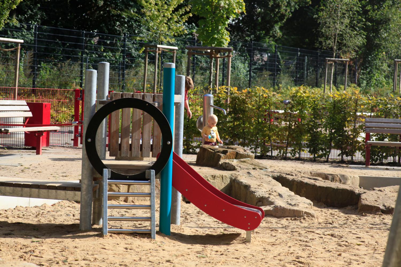 Naumann_Landschaft_Spielplatz_Eidelstedter_Weg_28 Naumann – Landschaft