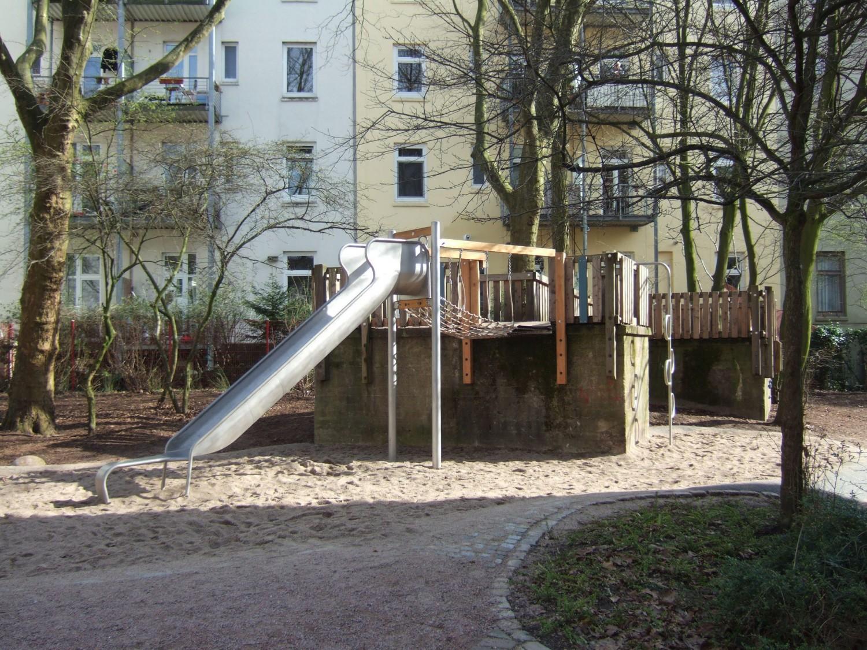 Naumann-Landschaft-Spielplatz-Kloksweg-Rutsche-2 Naumann – Landschaft