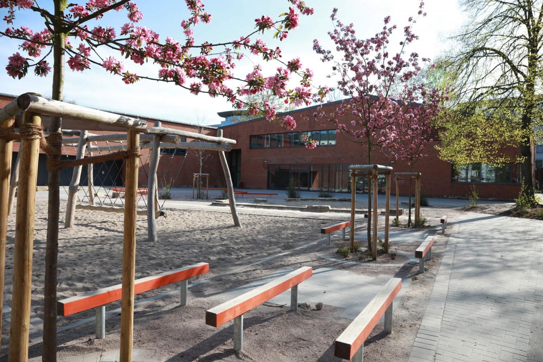 Naumann-Landschaft-Schule-Rellinger-Strasse-Apfelbaumbluete Naumann – Landschaft