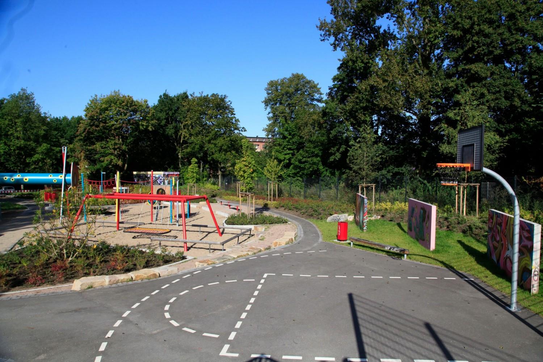 Naumann-Landschaft-Spielplatz-Eidelstedter-Weg-Streetballplatz Naumann – Landschaft