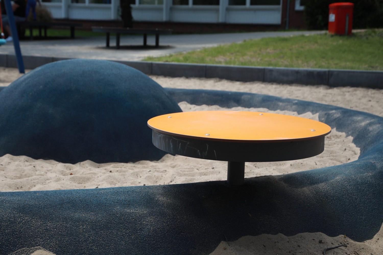 Naumann-Landschaft-Spielplatz-Am-Irrgarten-Sitzgelegenheit Naumann – Landschaft