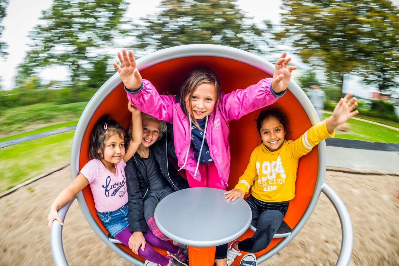 Naumann-Landschaft-Spielplatz-Auf-der-Kuppe-Kinder Naumann – Landschaft