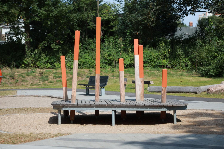 Naumann-Landschaft-Spielplatz-Auf-der-Kuppe-Spielpodest-2 Naumann – Landschaft