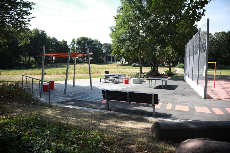 Naumann-Landschaft-Spielplatz-Auf-der-Kuppe-Tischtennis Naumann – Landschaft